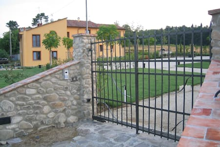 Saluto al sole - casa Poggiolino - Serravalle Pistoiese - Apartment