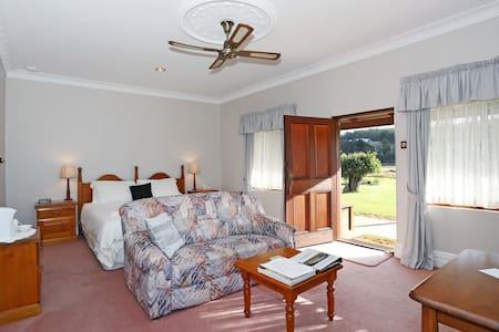 Blackwood Valley Suites B&B - King - Gloucester - Bed & Breakfast