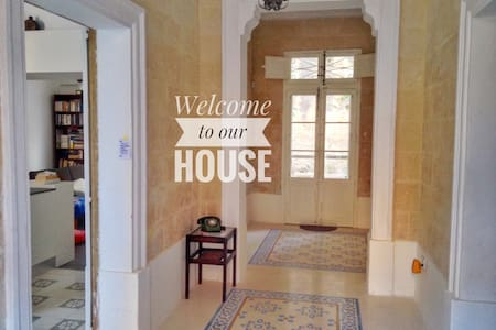 Book now: Charming and central Maltese townhouse - Birkirkara - Rumah bandar