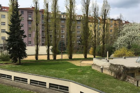 Quiet room near by Castle! BEER is free of charge! - Apartment