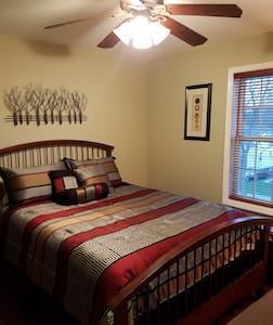 Nice Comfy Room in Newer Home! With Private Bath! - Albany - Maison