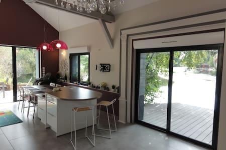GITE D'EXCEPTION : LA GRANGE A BATEAU - House