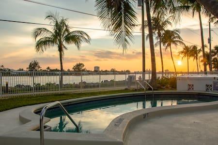 Portside - Palm Beach Shores - Huoneisto