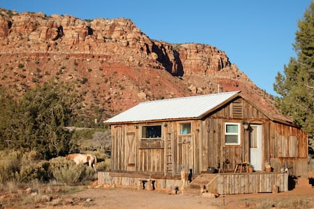 Cozy Cabin Retreat by Zion, Grand Canyon, Bryce - Cane Beds - Mökki