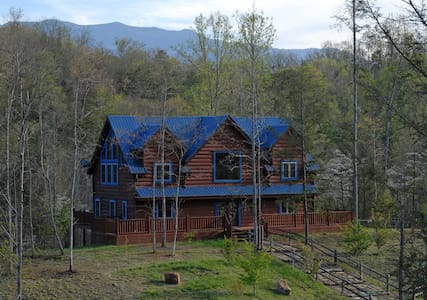 Blue Mountain Lodge - Gatlinburg - 통나무집