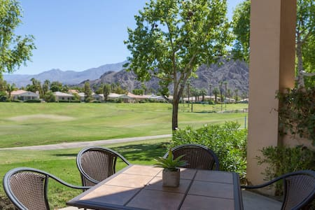 Newly Remodeled! Comfortable Desert & Golf Living - Lyxvåning