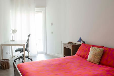 private bathroom , quiet , bright , central - Roma - Apartment