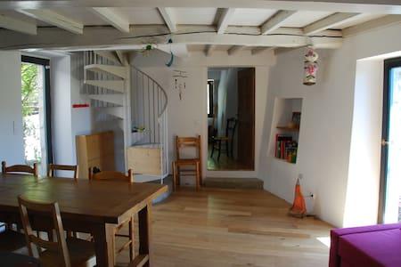 Gîte/maison au coeur du vieux village de Mirabel - House