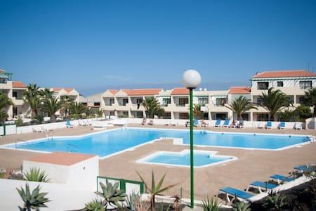 Apartment with pool views - Castillo Caleta de Fuste - Huoneisto