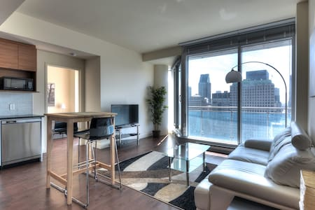 SkyBalcony 27t Floor Downtown Condo - Montréal - Condominio