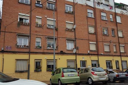 PISO  EN LOGROÑO - Logroño - Apartment
