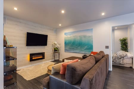 Walk to the beach, and MB cafes, bars, restaurants, yoga studios and boutiques.  Just renovated, this modern pad has brand new designer finishes, fixtures and appliances.  Spacious master beds, kitchen, luxury baths.  Relaxed warm modern beach feel.