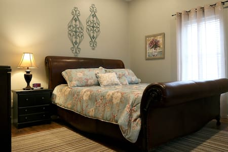 Magnolia Cottage - Bed & Breakfast