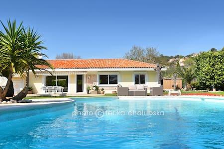 Pres de Cannes -Superbe villa contemporaine - Auribeau-sur-Siagne - Rumah