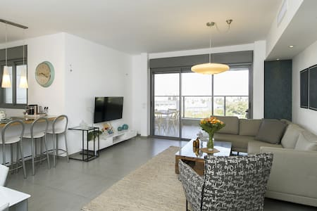 Luxuries comfortable 4 bedroom Apartment - Pis