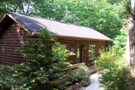Acorn Cabins: Romantic Getaway Cabin. - Blockhütte