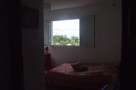 Grand F3, à l'étage, vue sur mer - Saint-Pierre - Apartament