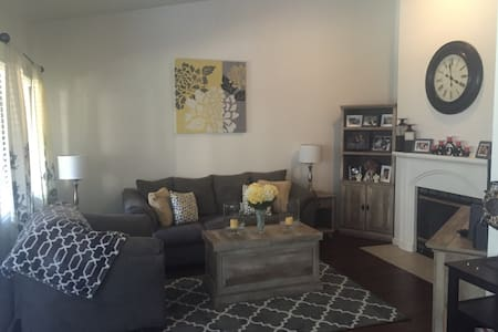1 Bedroom W/Private Bath - Townhouse