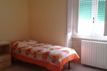 Spacious single room in Santa Rosa II. - Huoneisto