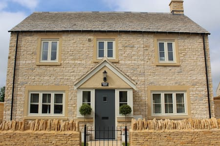 Perfectly modern and sunny Cotswold House - Andoversford - House