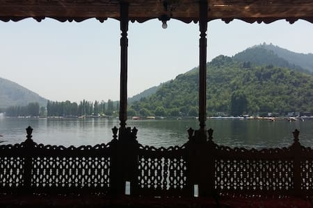 Room in luxury houseboat, Dal Lake - 船