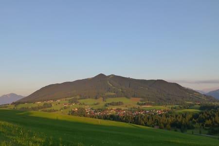 Ferienwohnung Steinbock, Urlaub mit Ausblick - Huoneisto