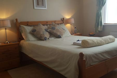 Private room, very close to Greenway and Dungarvan - Casa
