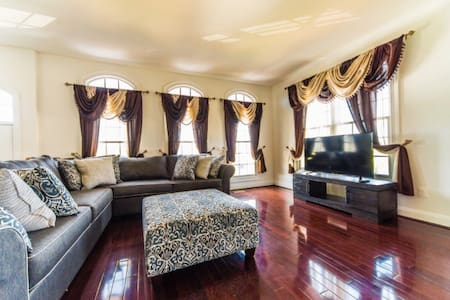 Luxury Town House 3BR 30m from DC - Gainesville - Haus