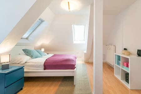 Cozy 1 bedroom flat in luxury villa - Hus