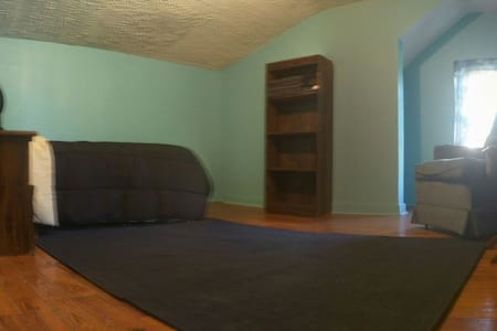 Cozy single with great common areas - Lansing - Casa