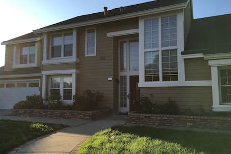 Private room+bath+study+wifi in a large house - Foster City - House