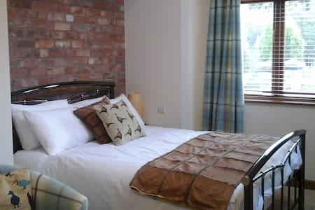 Luxury Self Contained Double Room No.2 - Staffordshire - Bed & Breakfast