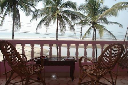 2 этаж дома у пляжа Ашвем 2 спальни - Morjim - Huis