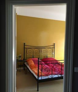 Wohnen im Stilaltbau mit eigenem Badezimmer - Wiesbaden - Condominium