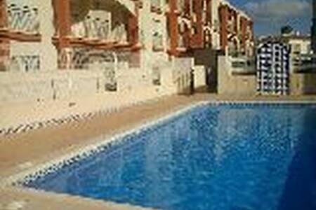 Piso 2 dormitorios,piscina y garaje - Wohnung
