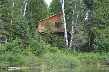 La Cabane du Lac (lac Démélé) - Lombház