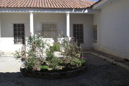 Monolith house 2 hours from Huaraz (treck&history) - Aija - House