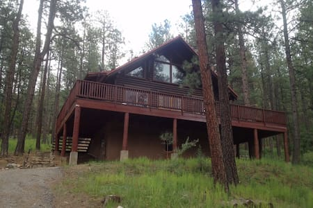 4BR Pendaries Pines Log Cabin - Chalet