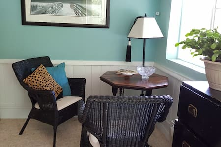 The Getaway at Kendra's River Inn - Bed & Breakfast