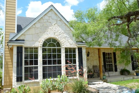Charming Hill Country home near downtown Boerne - Casa