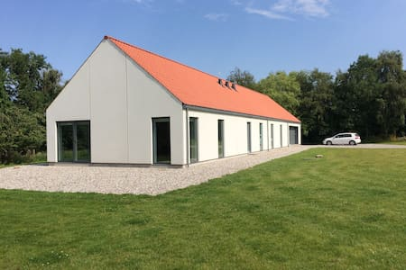 Stort, nyt og flot moderne hus på stor naturgrund - Randers - Pis