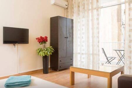 Cozy Spacious Room in Hamra - Bayrut