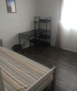 superbe chambre a louer - Saint-Étienne-du-Rouvray - Hus