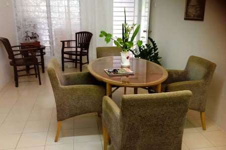 Hijauan Parit Buntar Homestay - Ház