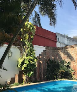 Dpto grande mono ambiente en Casa con piscina - Apartment