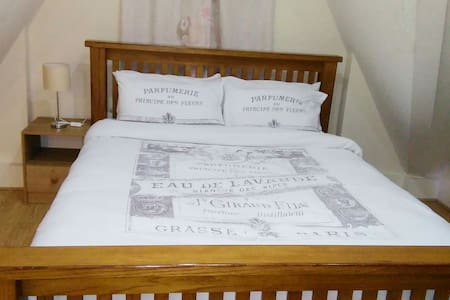 Lovely guest room in the heart of Chatham Kent - Leilighet
