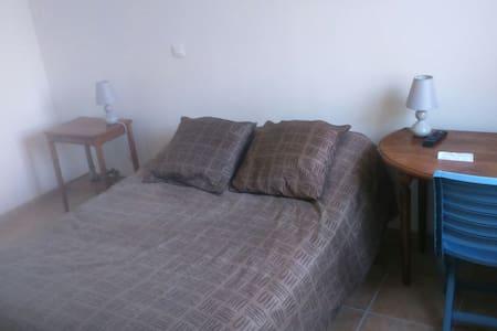 Chambre confortable maison récente - House