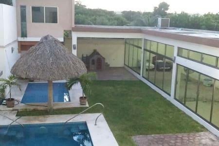 Casa en la Playa de Mata Uva, albercas y jardín. - Alvarado