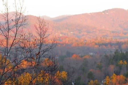 Mountain Views Roomy Separate Entrance & Breakfast - Hendersonville - Σπίτι