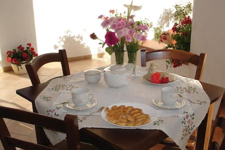 Lovely private room with terrace - Fiumenaro - Inap sarapan